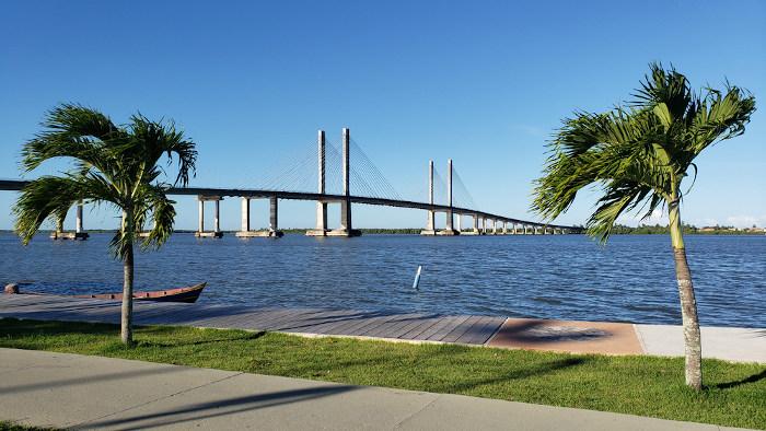 Foto de uma ponte em Aracaju.