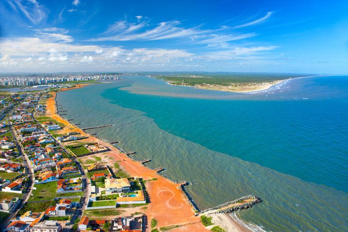 Vista aérea de uma praia em Aracaju.