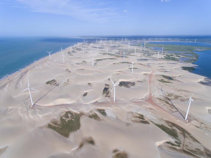 Geradores de energia elétrica em usina eólica em Galinhos, Rio Grande do Norte.