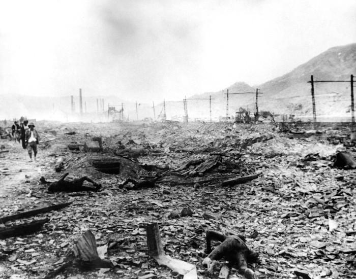 Destruição vista após bombardeio atômico sobre a cidade Nagasaki, no Japão, durante a Segunda Guerra Mundial