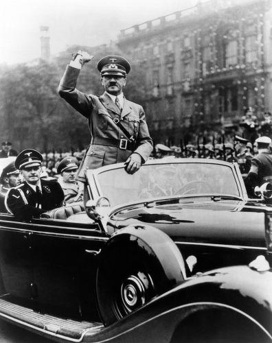 Os neonazistas exaltam a personalidade de Adolf Hitler, o líder do nazismo.**