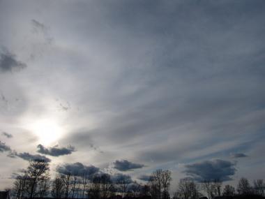 As altostratus permitem uma breve passagem da luz solar