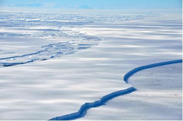 Antártida possui 98%  de seu continente coberta por uma camada de gelo