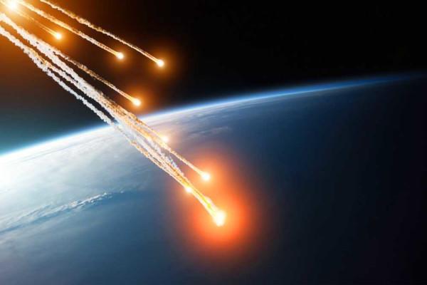 Uma das funções da atmosfera é impedir que meteoritos atinjam a superfície terrestre.
