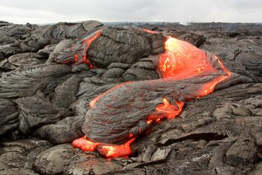 Processo de constituição do basalto a partir da lava vulcânica