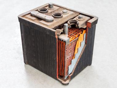 Imagem de bateria por dentro e das partes que a compõem