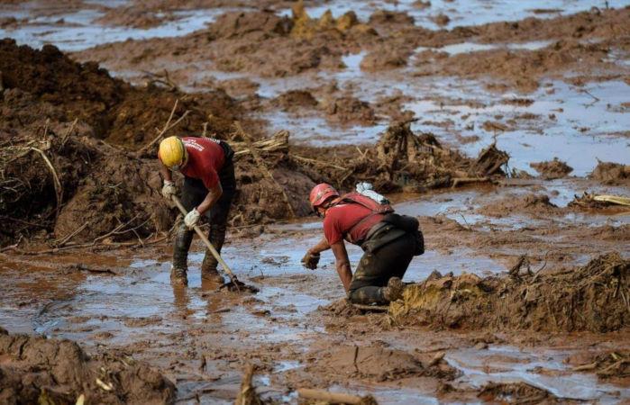 O desastre ambiental ocorrido em Brumadinho deixou mais de 200 mortos e muitas pessoas desaparecidas. (Fonte: Corpo de Bombeiros do estado de Minas Gerais.)