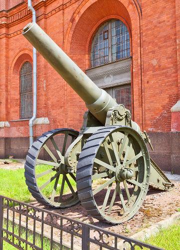 Canhão russo utilizado durante a Guerra russo-japonesa. Está localizado na cidade de São Petersburgo **