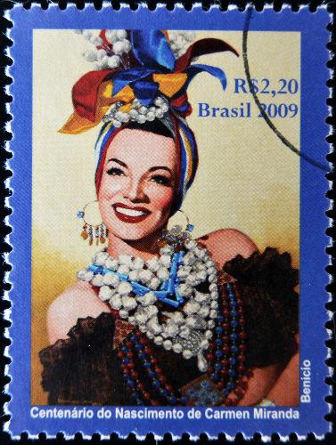 A cantora luso-brasileira Carmen Miranda foi um dos símbolos da política da boa vizinhança desse período **
