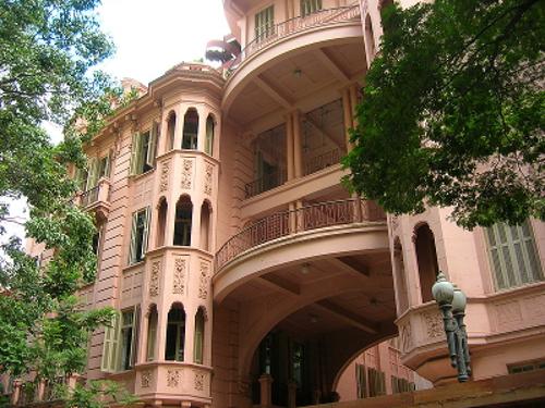 Patrimônio histórico da cidade de Porto Alegre, a Casa de Cultura Mario Quintana tem seus espaços voltados para a divulgação da cultura rio-grandense