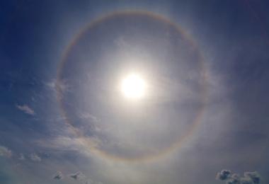 Os halos solares estão associados à presença das cirrostratus