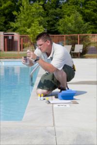 Cloro líquido usado em piscinas