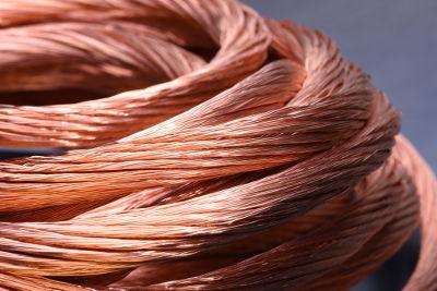 Fios elétricos feitos com cobre