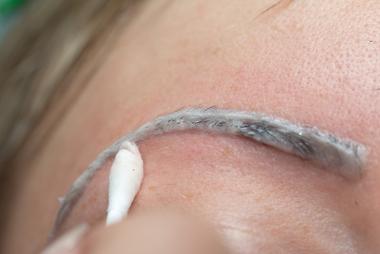 As tinturas com acetato de chumbo não podem ser usadas para coloração de sobrancelhas