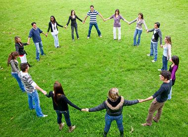 Como um círculo fechado, a comunidade tende a manter o que é estranho do lado de fora