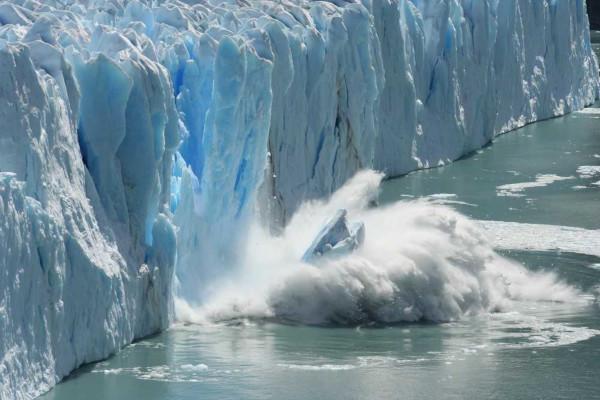 O derretimento das calotas polares e o consequente aumento do nível do mar são consequências do efeito estufa.