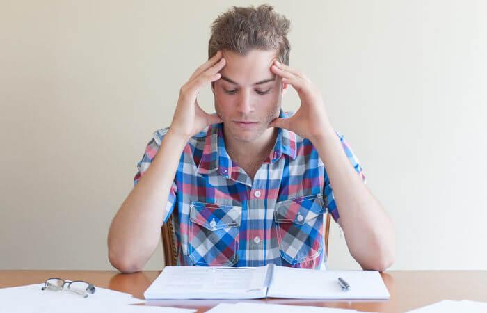 A dificuldade para manter o foco nas atividades pode ser um sinal de TDAH.