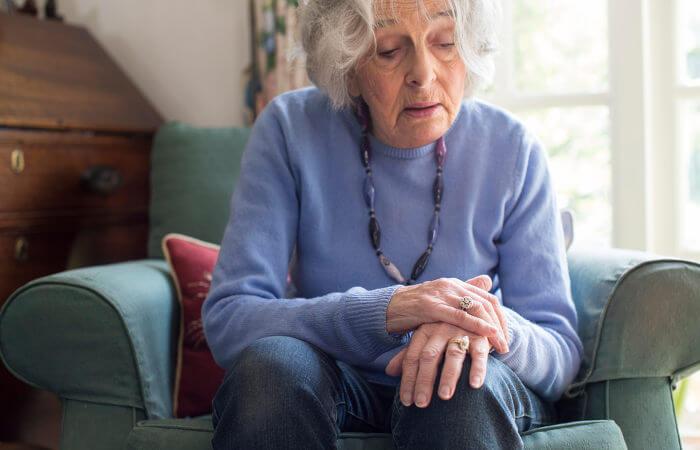 Na grande maioria dos pacientes, a doença de Parkinson surge a partir dos 55, 60 anos, e sua prevalência aumenta a partir dos 70, 75 anos.