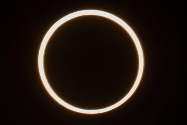 Imagem de eclipse solar anelar