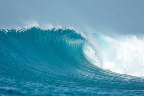 O aproveitamento dos oceanos para obtenção de energia provém do deslocamento das massas de água, que acumulam energia.
