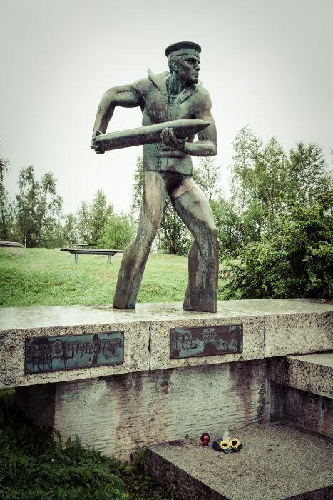 Estátua em Narvik homenageia os soldados poloneses que lutaram contra os nazistas pelo controle da cidade