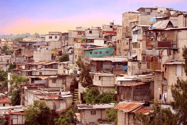 A favelização é um dos efeitos da urbanização acelerada