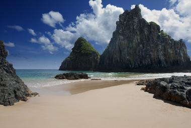 A ilha de Fernando de Noronha é produto de vulcanismos antigos no Atlântico