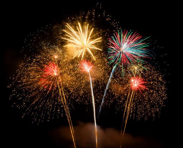 Alguns fogos de artifício são produzidos com o ácido clórico