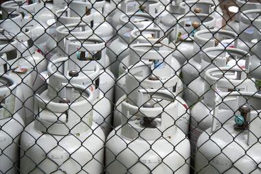 O butan-1-tiol é adicionado ao gás de cozinha para conferir o odor que serve de alerta contra vazamentos