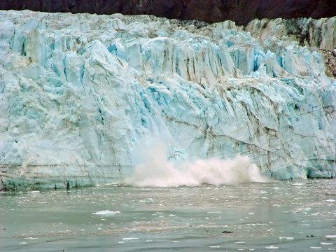 O Alasca é marcado pela presença de extensas e numerosas geleiras (glaciares)