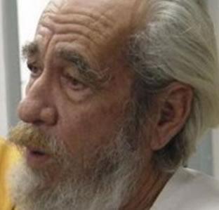 Geraldo Vandré, preso, torturado e exilado. Compos uma música que se tornou o hino do período militar no Brasil