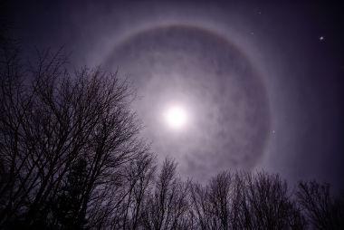 Veja um exemplo de Halo Lunar