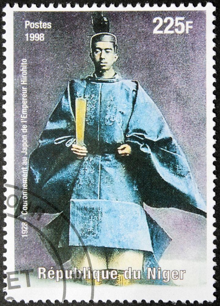 Selo nigerino que mostra o Imperador Hirohito em 1928 *
