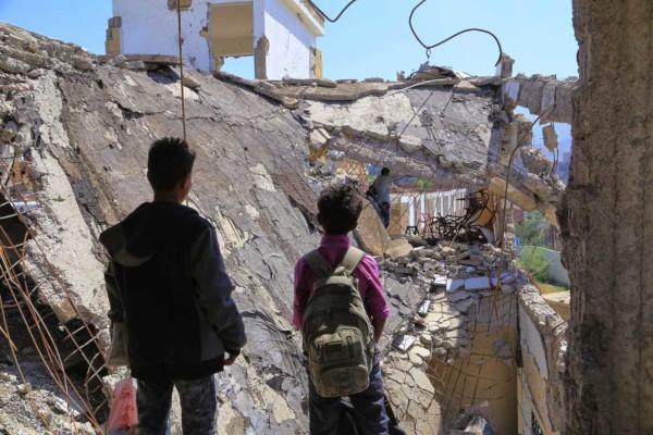 O Iêmen é um país subdesenvolvido imerso em uma guerra que deixou a população em situação de calamidade, miséria e subnutrição.