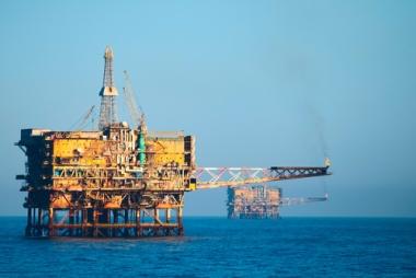 Duas plataformas de petróleo na Bacia de Campos