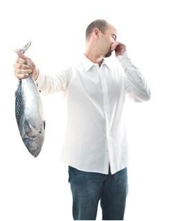 A trimetilamina é responsável pelo cheiro de peixe podre
