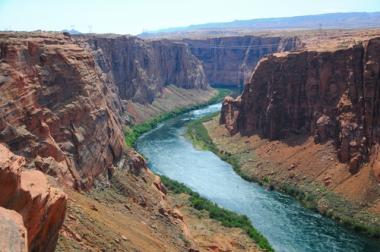 Os cursos d'água provocam o desgaste dos solos, formando os seus próprios cursos