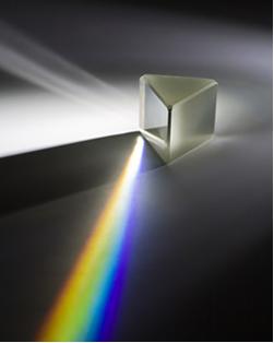 Decomposição da luz solar ao passar por um prisma