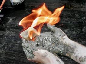 Na combustão do metano a variação de entalpia-padrão de combustão é igual a -890,4 kJ/mol
