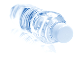 Garrafa de água feita com polietileno de alta densidade