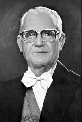 No governo de Ernesto Geisel foram nomeados os senadores biônicos a fim de garantir o controle do Congresso pelos militares