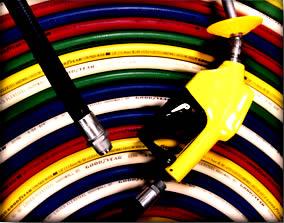 O copolímero buna-N é usado em mangueiras de bombas de gasolina