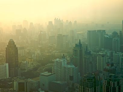 Cidade de Bangkok, Tailândia, sob a influência da inversão térmica