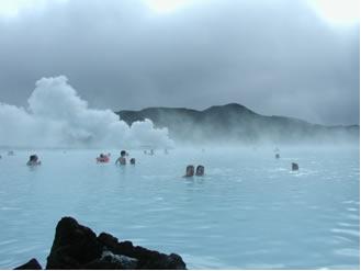 Águas termais na Islândia: consequência da atividade vulcânica