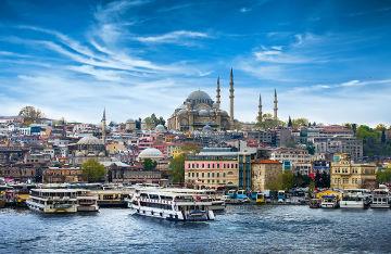 Istambul é a cidade mais populosa do país, com cerca de 14 milhões de habitantes