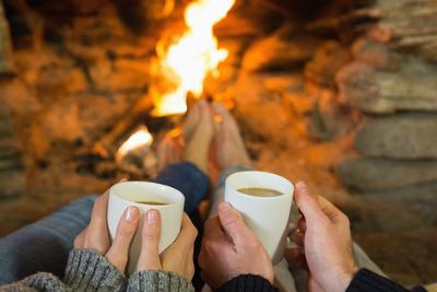 Podemos nos aquecer nas proximidades de uma lareira, sem ter contato direto com o fogo, graças ao processo de condução do calor por irradiação