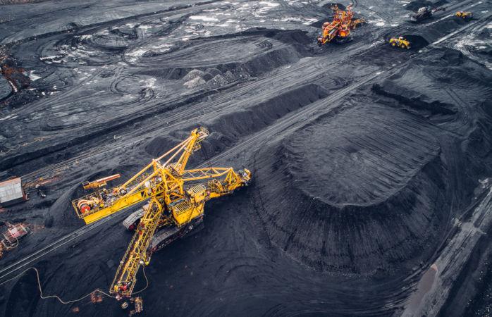 A lavra a céu aberto corresponde à extração de minério em depósitos pouco profundos.