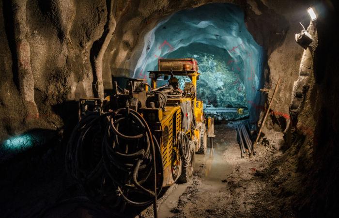 A lavra subterrânea corresponde à extração de minérios em depósitos profundos.