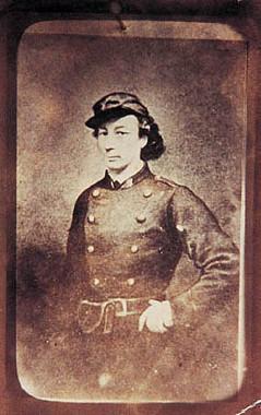 Louise Michel com o uniforme dos communards