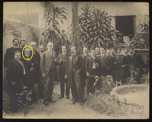 Em destaque, na fotografia, o escritor Machado de Assis. Fotografia do acervo da Biblioteca Nacional